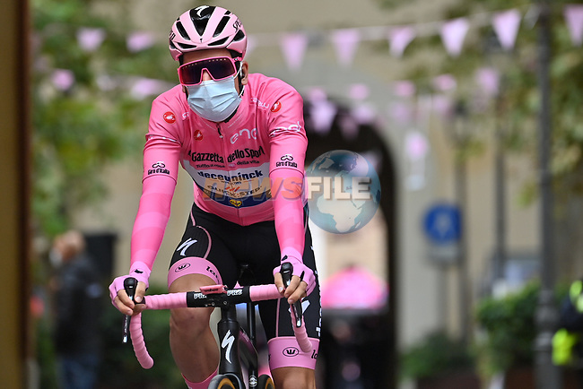 Race leader Maglia Rosa Joao Almeida (POR) Deceuninck-Quick Step arrives at sign on before the start of Stage 13 of the 103rd edition of the Giro d'Italia 2020 running 192km from Cervia to Monselice, Italy. 16th October 2020.  <br /> Picture: LaPresse/Massimo Paolone | Cyclefile<br /> <br /> All photos usage must carry mandatory copyright credit (© Cyclefile | LaPresse/Massimo Paolone)