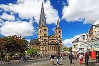 Germany, Deutschland, North Rhine-Westphalia, Nordrhein-Westfalen, Bonn, Bonn Minster on Muensterplatz Square in Bonn