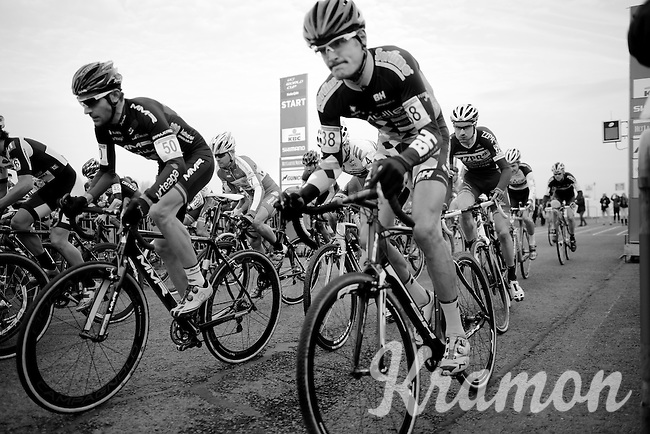 And they're off!<br /> <br /> Koksijde CX World Cup 2014