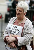 Sue Cox, inglese, fondatrice dell'associazione Survivors' Voice, partecipa ad una manifestazione di vittime di abusi sessuali da parte di consacrati della Chiesa cattolica o di altre chiese, di fronte a Montecitorio, Roma, 21 maggio 2011. Sue Cox ha denunciato di esser stata stuprata da un prete cattolico quando aveva 13 anni..Sue Cox, of Britain, founder of the association Survivors' Voice, takes part in a demonstration of victime of sex abuse by catholic or other religious clergy, in Rome, 21 may 2011. Sue Cox denounced to be raped by a catholic priest when she was 13..UPDATE IMAGES PRESS/Riccardo De Luca