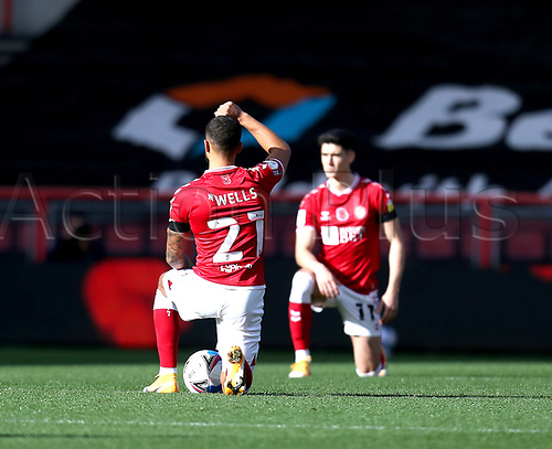 31st October 2020; Ashton Gate Stadium, Bristol, England; English Football League Championship Football, Bristol City versus Norwich; Players take a knee against racism