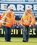 Nederland, Heerenveen, 21 mei 2015<br /> Seizoen 2014-2015<br /> SC Heerenveen-Feyenoord<br /> Bilal Basacikoglu van Feyenoord verlaat op een brancard het veld