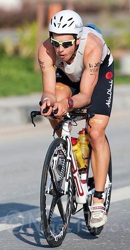 13 MAR 2010 - ABU DHABI, UAE - Andi Boecherer carries an extra water bottle down his top during the 33 degree Celsius heat of the Abu Dhabi International Triathlon (PHOTO (C) NIGEL FARROW)