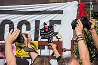 """70-80 Menschen besetzten am Freitag den 7. September 2018 den geplanten """"Google Campus"""" im ehemaligen Umspannwerk in Berlin-Kreuzberg. Das Internetunternehmen will im Dezember 2018 mitten im Wohngebiet einen Campus fuer Startup-Unternehmen eroeffnen. Die Folgen in Form von steigenden Mieten, zum Teil von  ueber 150 Prozent, sind fuer die Anwohner schon jetzt zu spueren. Etliche Geschaefte wurden dadurch schon aus dem Kiez vertrieben.<br /> Die Besetzer forderten von Google, die Plaene des Campus zu stoppen und nicht in das ehemalige Umspannwerk zu ziehen.<br /> Bei der Besetzung des Gebaeudes kam es zu Rangeleien mit dem Wachschutz.<br /> 7.9.2018, Berlin<br /> Copyright: Christian-Ditsch.de<br /> [Inhaltsveraendernde Manipulation des Fotos nur nach ausdruecklicher Genehmigung des Fotografen. Vereinbarungen ueber Abtretung von Persoenlichkeitsrechten/Model Release der abgebildeten Person/Personen liegen nicht vor. NO MODEL RELEASE! Nur fuer Redaktionelle Zwecke. Don't publish without copyright Christian-Ditsch.de, Veroeffentlichung nur mit Fotografennennung, sowie gegen Honorar, MwSt. und Beleg. Konto: I N G - D i B a, IBAN DE58500105175400192269, BIC INGDDEFFXXX, Kontakt: post@christian-ditsch.de<br /> Bei der Bearbeitung der Dateiinformationen darf die Urheberkennzeichnung in den EXIF- und  IPTC-Daten nicht entfernt werden, diese sind in digitalen Medien nach §95c UrhG rechtlich geschuetzt. Der Urhebervermerk wird gemaess §13 UrhG verlangt.]"""