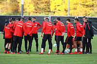Besprechung vor dem Training - 14.11.2017: Eintracht Frankfurt Training, Commerzbank Arena