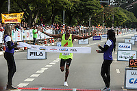 SAO PAULO, SP, 17.05.2015 - MARATONA-SP Giomar Pereira da Silva quarto colocado da prova masculina da XXI Maratona Internacional de São Paulo, na manhã deste domingo dia 17, com largada iniciada no Obelisco do Parque do Ibirapuera. (Foto Amauri Nehn/Brazil Photo Press)