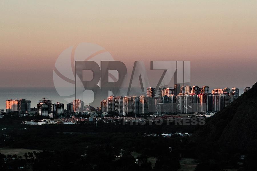 RIO DE JANEIRO, RJ, 07.02.2014 - Sexta-feira começa na Barra do Tijuca, zona oeste da cidade, com mais um dia de sol forte e calor segundo a previsão meteorológica. (Foto: Néstor J. Beremblum / Brazil Photo Press)