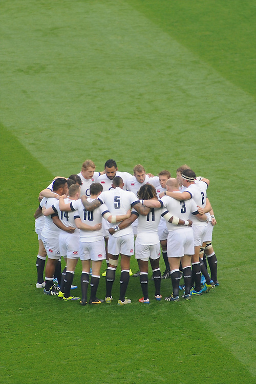England prepare for the QBE Autumn International match for the Cook Cup between England and Australia at Twickenham on Saturday 2nd November 2013 (Photo by Rob Munro)