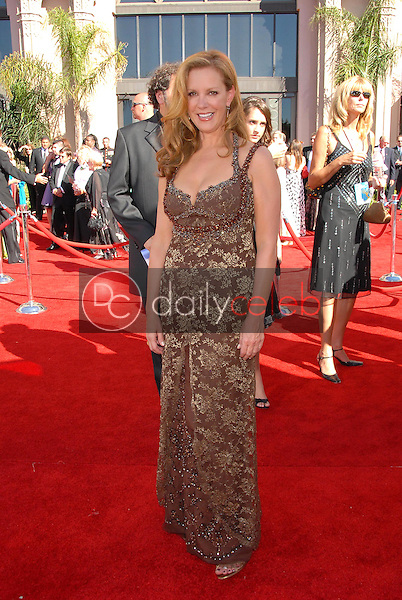 Elizabeth Perkins<br />arriving at the 58th Annual Primetime Emmy Awards. The Shrine Auditorium, Los Angeles, CA. 08-27-06<br />Scott Kirkland/DailyCeleb.com 818-249-4998