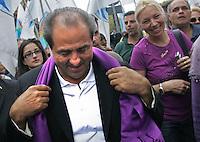 Antonio Di Pietro con la sciarpa viola.Manifestazione del Popolo Viola - No Berlusconi Day 2.Roma, 2 Ottobre 2010.Photo  Serena Cremaschi Insidefoto