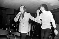 Les chanteurs Pierre Lalonde et Normand Gelinas sur  scene,<br /> le 25 février 1971<br /> <br /> Photographe : Jacques Thibault<br /> <br /> - Agence Quebec Presse