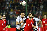 Sandro Wagner (Deutschland Germany) gegen Badavi Hüseynov (Aserbaidschan) - 08.10.2017: Deutschland vs. Asabaidschan, WM-Qualifikation Spiel 10, Betzenberg Kaiserslautern