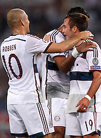 Calcio, Champions League, Gruppo E: Roma vs Bayern Monaco. Roma, stadio Olimpico, 21 ottobre 2014.<br /> Bayern's Mario Goetze, right, celebrates with teammates after scoring during the Group E Champions League football match between AS Roma and Bayern at Rome's Olympic stadium, 21 October 2014.<br /> UPDATE IMAGES PRESS/Isabella Bonotto