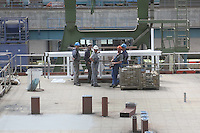 Arbeiter der Meyer Werft Papenburg besprechen sich