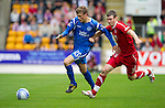 St Johnstone v Aberdeen...21.08.10  .Murray Davidson holds off Zander Diamond.Picture by Graeme Hart..Copyright Perthshire Picture Agency.Tel: 01738 623350  Mobile: 07990 594431