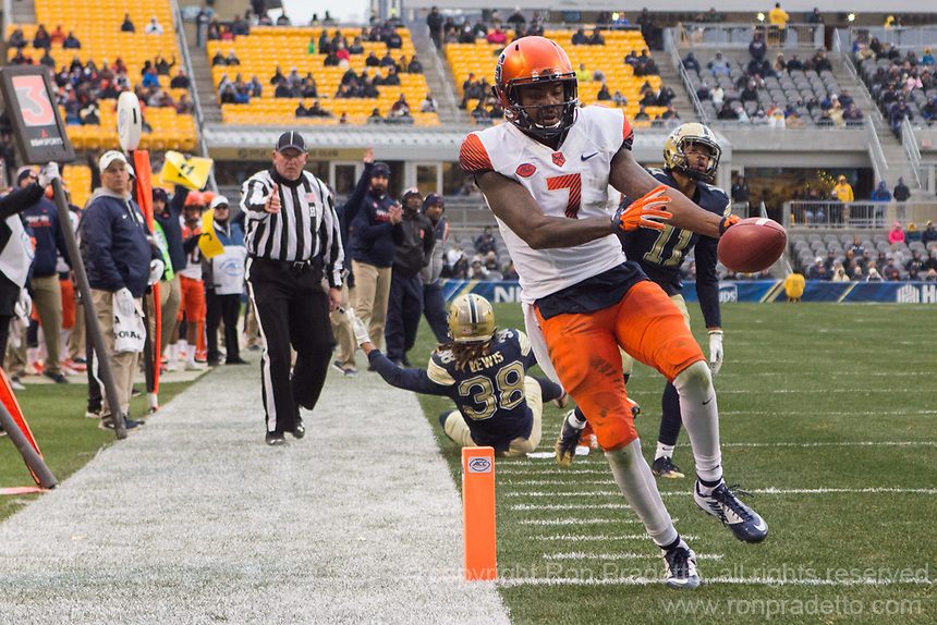 Syracuse wide receiver Amba Etta-Tawo scores on a 12-yard touchdown catch. The Pitt Panthers defeated the Syracuse Orange 76-61 at Heinz Field in Pittsburgh, Pennsylvania on November 26, 2016.