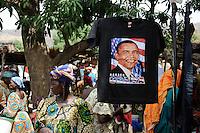 "Westafrika Mali Bamako , Barack Obama T-shirt auf dem Markt | .Africa Mali Bamako , T-shirt with Barack Obama und US flag painting at market  .| [ copyright (c) Joerg Boethling / agenda , Veroeffentlichung nur gegen Honorar und Belegexemplar an / publication only with royalties and copy to:  agenda PG   Rothestr. 66   Germany D-22765 Hamburg   ph. ++49 40 391 907 14   e-mail: boethling@agenda-fototext.de   www.agenda-fototext.de   Bank: Hamburger Sparkasse  BLZ 200 505 50  Kto. 1281 120 178   IBAN: DE96 2005 0550 1281 1201 78   BIC: ""HASPDEHH"" ,  WEITERE MOTIVE ZU DIESEM THEMA SIND VORHANDEN!! MORE PICTURES ON THIS SUBJECT AVAILABLE!! ] [#0,26,121#]"