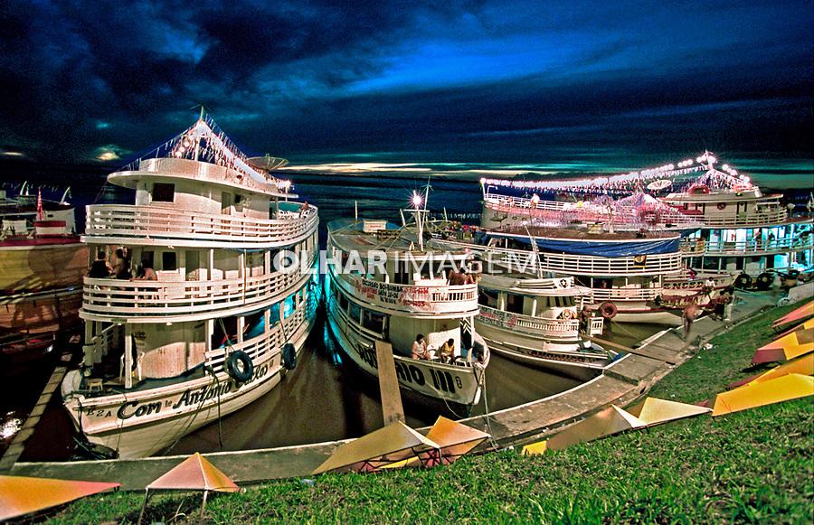 Barcos no Rio Amazonas, Parintins. Amazonas. 2001. Foto de Catherine Krulik.