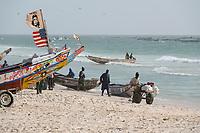 MAURETANIA, Nouakchott, atlantic ocean, fishing harbour, coast fisherman, boat with US Flag and image of cuban freedom fighter Che Guevara / MAURETANIEN, Nuakschott, Fischerhafen, atlantischer Ozean, Küstenfischer
