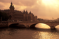 AJ0763, Paris, France, Europe, Seine River, A scenic view of Paris along the Seine River at sunset.