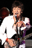 Ronnie Wood en concierto  solitario en el Golden Nugget Casino en Atlantic City, Nueva Jersey, 21 de abril de 2012.<br /> Foto:©*StarShooterMediapunch/NortePhoto*)<br /> **SOLO*VENTA*EN*MEXICO*