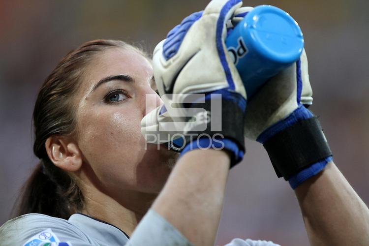 Dresden , 100711 , FIFA / Frauen Weltmeisterschaft 2011 / Womens Worldcup 2011 , Viertelfinale ,  .Brasilien (BRA) gegen USA  .Torhüterin Hope Solo (USA) bereitet sich mental auf das Elfmeterschiessen vor .Foto:Karina Hessland .