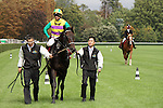 09-11-11 : Comming back from the track japanese horse Hiruno d'Amour (2nd out of 4) and jockey S. Fujita