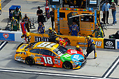 2017 NASCAR Cup - Clash at Daytona<br /> Daytona International Speedway, Daytona, FL USA<br /> Sunday 19 February 2017<br /> Kyle Busch, M&M's Toyota Camry pit stop<br /> World Copyright: Russell LaBounty/LAT Images<br /> <br /> ref: Digital Image 17DAY1rl_2656
