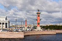 Rostra-Säulen-ehemalige Leuchttürme- an der Strelka, St. Petersburg, Russland, UNESCO-Weltkulturerbe