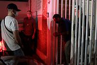 Campinas (SP), 03/09/2020 - Policia - Policiais civis da 2 DISE/DEIC/DEINTER 2, juntamente com policiais do município de Indaiatuba (SP) cumpriram mandado de busca e apreensão nesta quinta-feira (03) em um Haras localizado no município de Elias Fausto (SP) e durante buscas localizaram um fuzil 556, uma espingarda Puma calibre 38, uma pistola Glock, calibre 380, diversos carregadores,  bem  como centenas de munições de fuzil.<br />  Ainda durante  as buscas no interior do Haras foi encontrado um caminhão guincho de grande porte e após minuciosa verificação, descobriu-se compartimento secreto na caçamba contendo 100 tijolos de cocaína em seu interior. A ocorrencia foi apresnetada na DISE de Campinas (SP).