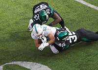running back Patrick Laird (42) of the Miami Dolphins wird gestoppt von cornerback Kyron Brown (35) of the New York Jets - 08.12.2019: New York Jets vs. Miami Dolphins, MetLife Stadium New York