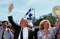 FILE -<br /> Jacques Parizeau et Lisette Lapointe au Defile de la St-Jean<br /> , entre 1991 et 1995<br /> <br /> <br /> <br /> <br /> PHOTO  : Pierre Roussel - Agence Quebec Presse