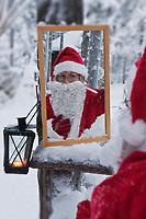 Europe/Finlande/Laponie/ Env de Levi: Le Pêre Noël se rase  à Levin Lapinkylä,  ferme traditionnelle le long de la Ounasjoki -ou on élève des  rennes