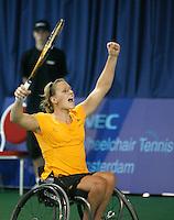 18-11-07, Netherlands, Amsterdam, Wheelchairtennis Masters 2007, Esther Vergeer in jubilation winning her 10th masters victory