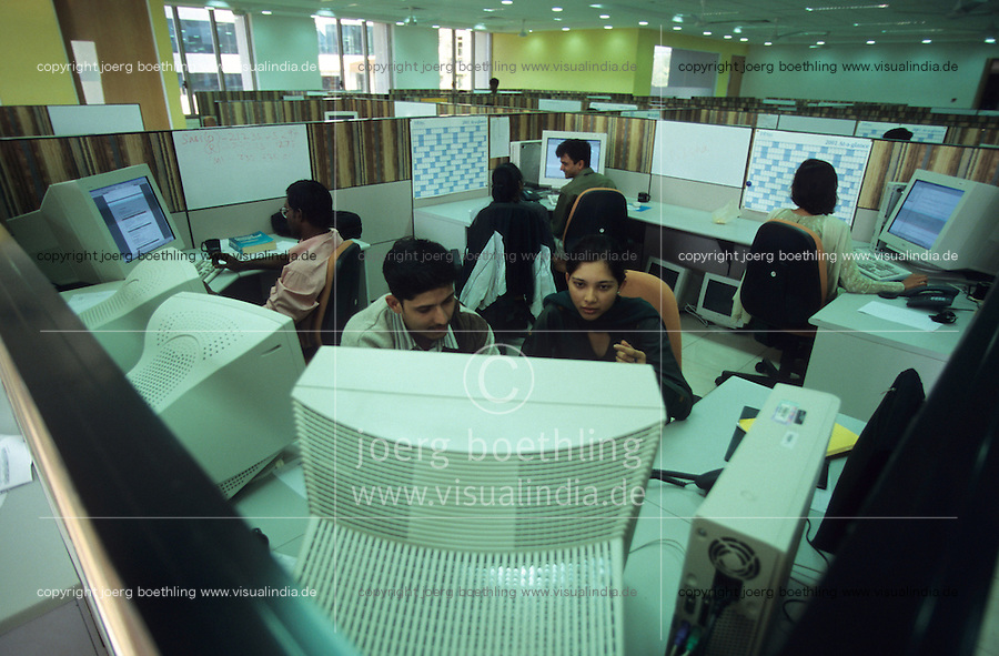 INDIA Bangalore, Software company Infosys in the Electronics City, the indian silicon valley, worker in software programming department / INDIEN Karnataka Bangalore, Campus der Software Firma Infosys in der electronics city, Software-Entwicklung