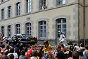 19/08/10 - AURILLAC - CANTAL - FRANCE - 25e anniversaire du festival de rue d Aurillac. ECLAT 2010. Compagnie CARNAGE PRODUCTION - Photo Jerome CHABANNE