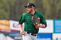 Clinton LumberKings first baseman Conner Hale (8) prior to a Midwest League game against the Wisconsin Timber Rattlers on May 9th, 2016 at Fox Cities Stadium in Appleton, Wisconsin.  Clinton defeated Wisconsin 6-3. (Brad Krause/Four Seam Images)