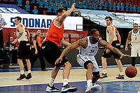 06-03-2021: Basketbal: Donar Groningen v ZZ Feyenoord: Groningen Donar speler Juwann James met Feyenoord speler Jeroen van der List