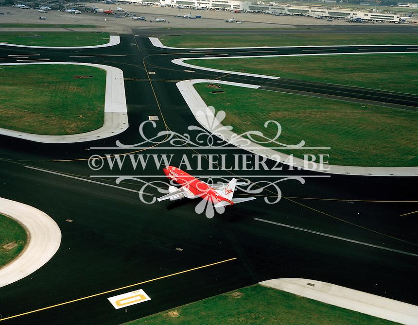 September 1999. Vliegtuig Virgin op de luchthaven van Zaventem.