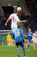 Daniel Brinkmann (Augsburg) gegen Fabian Johnson (HOffenheim)