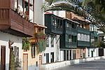 Spain, Canary Islands, La Palma, Santa Cruz de La Palma: capital - typical balconies at Avenida Maritima