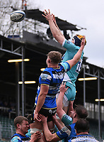 20th March 2021; Recreation Ground, Bath, Somerset, England; English Premiership Rugby, Bath versus Worcester Warriors; Justin Clegg of Worcester Warriors competes for the ball at the lineout with Tom Ellis of Bath