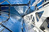 Airlight Energy, Biasca, Canton Ticino, produzione di solare termodinamico, CSP, Energia solare , L'Airlight Energy, a Biasca in Canton Ticino, Svizzera, sta realizzando i primi impianti per produrre energia elettrica pulita sfruttando le tecnologie del solare a concentrazione, di nuovissima tecnologia. In Marocco, per la Italcementi è in costruzione un impianto che sfrutta la tecnologia del solare termodinamico (Csp), e a Biasca e poi in Italia verranno prodotti altri impianti fotovoltaici a concentrazione (Cpv). Airlight Energy Holding SA Via Croce,1 Biasca, Svizzera. 0041918730505 www.airlightenergy.com