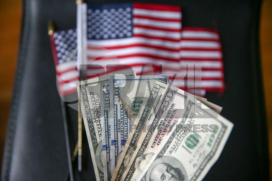 NOVA YORK, EUA, 18.05.2018 - ECONOMIA-DÓLAR - Vista de notas de dólar americano nesta sexta-feira, 18. A moeda era vendida à R$ 3,73 no inicio desta tarde. (Foto: Vanessa Carvalho/Brazil Photo Press)