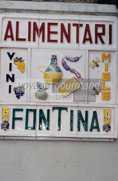 Europe/Italie/Val d'Aoste/Env de Cogne:  Enseigne d'une épicerie  vendant de sproduits locaux : fontine et miel