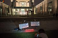 """Ca. 800 Menschen folgten am Samstag den 17. Februar 2018 in Berlin dem Aufruf der AfD-Frau Leyla Bilge zu einem sog. """"Marsch der Frauen"""". Sie demonstrierten gegen Zuwanderung und Fluechtlinge, die """"nur nach Deutschland kommen um hier Frauen zu schaenden"""" so einige Teilnehmer.<br /> Der rechte Aufmarsch wurde nach 750 Metern durch Strassenblockaden von ca. 2.000 Menschen gestoppt. Leyla Bilge weigerte sich als Anmelderin drei Stunden lang den blockierten  Aufmarsch zu beenden und forderte von der Polizei die Blockaden zu raeumen. Ein Raeumungsversuch der Polizei scheiterte, da es zu viele Menschen waren, die auf der Strasse sassen.<br /> Nach drei Stunden beendete Bilge den Aufmarsch. Die Demosntranten, unter ihnen etliche Neonazis, sog. """"Identitaere"""" und AfD-Politiker zogen darauf ab und griffen dabei Gegendemosntranten und Polizeibeamte an. Mehrere Personen wurden festgenommen. Ein Teil fuhr zum Kanzleramt, dem urspruenglichen Ziel des Aufmarsches.<br /> Im Bild: Zwei Aufmarschteilnehmer vor dem Kanzleramt tragen Schilder mit der Aufschrift """"Meine Mutter ist die Sprache, mein Vater ist das Land, Fuer die Zukunft meines Kindes leiste ich hier Widerstand!"""".<br /> 17.2.2018, Berlin<br /> Copyright: Christian-Ditsch.de<br /> [Inhaltsveraendernde Manipulation des Fotos nur nach ausdruecklicher Genehmigung des Fotografen. Vereinbarungen ueber Abtretung von Persoenlichkeitsrechten/Model Release der abgebildeten Person/Personen liegen nicht vor. NO MODEL RELEASE! Nur fuer Redaktionelle Zwecke. Don't publish without copyright Christian-Ditsch.de, Veroeffentlichung nur mit Fotografennennung, sowie gegen Honorar, MwSt. und Beleg. Konto: I N G - D i B a, IBAN DE58500105175400192269, BIC INGDDEFFXXX, Kontakt: post@christian-ditsch.de<br /> Bei der Bearbeitung der Dateiinformationen darf die Urheberkennzeichnung in den EXIF- und  IPTC-Daten nicht entfernt werden, diese sind in digitalen Medien nach §95c UrhG rechtlich geschuetzt. Der Urhebervermerk wird gemaess §13 UrhG verlangt"""