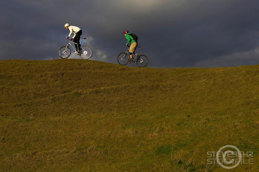 Nick Larsen and James Blackwell..Salisbury Plain , near Edington , Wiltshire  February 2006..pic copyright Steve Behr / Stockfile