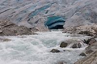 Gletscher, Gletschertor, Gletscherzunge, Schmelzwasserstrom, Gletschermilch, Gletscherbach, Schmelzwasser, Festlandsgletscher, Eis, Nigardsbreen, Nigardbreen, Jostedalsbreen, Jostetal, Jostedalsbreen-Nationalpark, Nationalpark, Norwegen. Nigardsbreen, Jostedalsbreen glacier, Jostedal Glacier, glacier snout, glacier mouth, glacier tongue, snout of a glacier, glacial lobe, glacier, ice, Norway