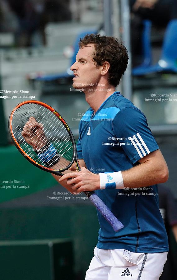 NAPOLI 5 APR - Seconda giornata della sfida di Coppa Davis tra Italia e Gran Bretagna nella foto l'incontro tra Andy Murray e Andreas Seppi NELLA foto ESULTANZA DI MURRAY