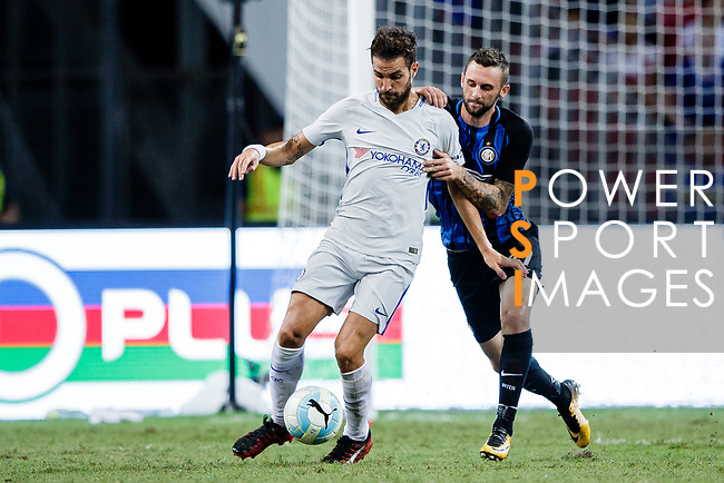 Chelsea Midfielder Cesc Fabregas (L) fights for the ball with FC Internazionale Midfielder Marcelo Brozovic (R) during the International Champions Cup 2017 match between FC Internazionale and Chelsea FC on July 29, 2017 in Singapore. Photo by Marcio Rodrigo Machado / Power Sport Images